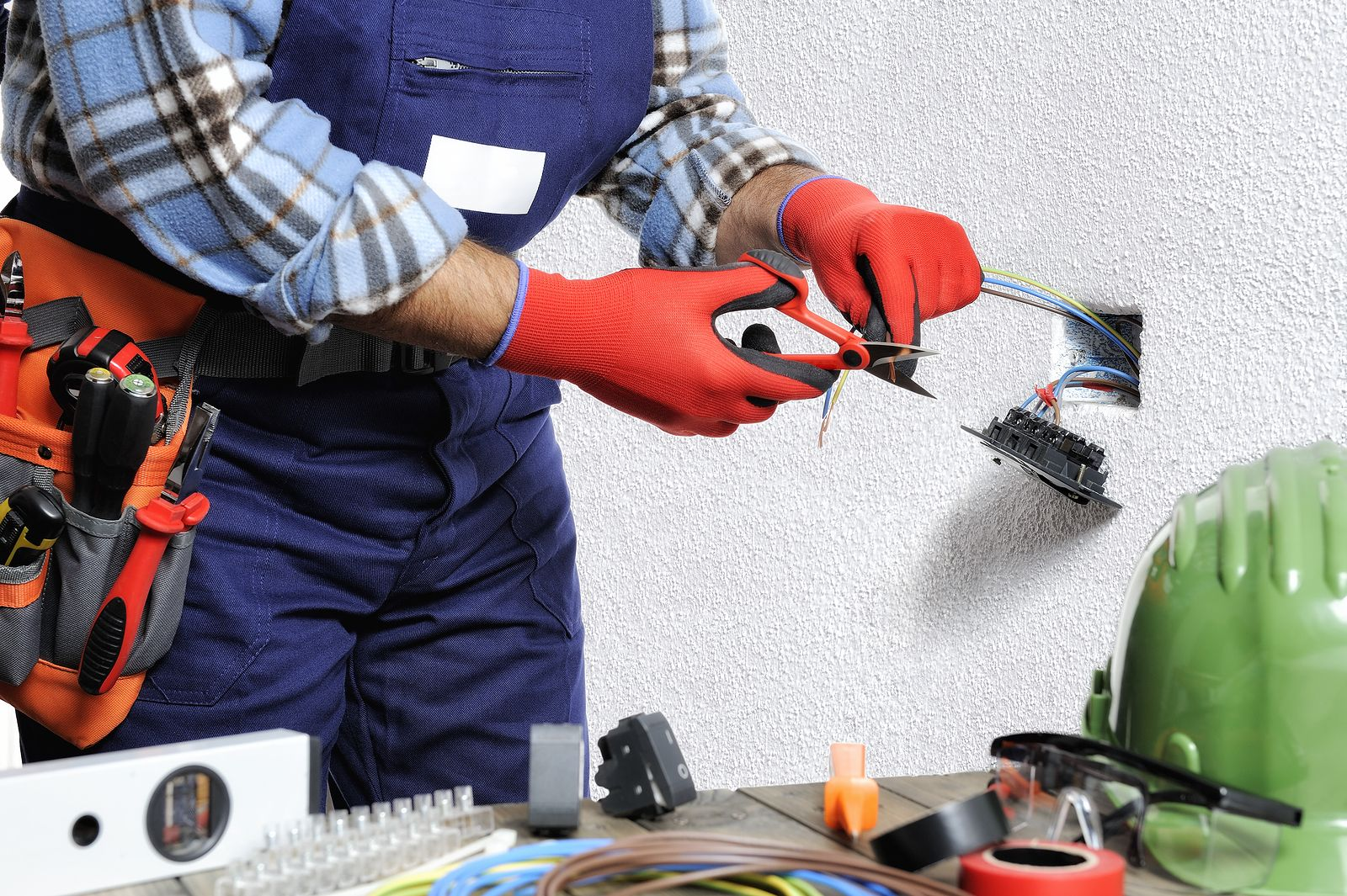 Are You a Landlord? Then Hire an Electrical Contractor for the Best Service and Rates